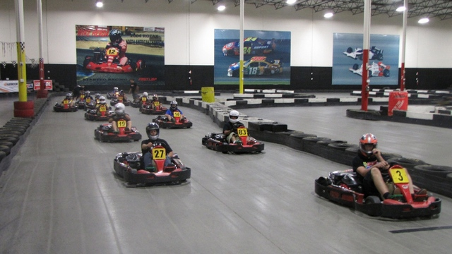 Fun kart karting prague int rieur et ext rieur karting for Go kart interieur